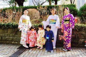 仲良しグループで浅草散策にお出掛けです❤️お子様の和服姿もとても可愛いですね👘✨✨ 感情非常好的,與孩子們一同來體驗和服,非常可愛喔!!