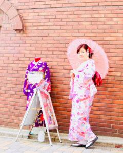 海外からお越しお客様です❤️❤️  ご家族で日本旅行の記念に東京浅草で和服体験です(*^^*)  ピンクの上品なお着物がとても素敵ですね!!  浅草観光楽しんで下さいね🎵  來自海外的客人,家族一同來旅遊,體驗和服,祝您們玩得開心喔