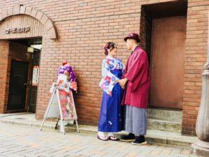台湾からお越しのお客様です😊  お二人共袴をお選び頂きました👘✨  女性は矢羽のお着物に紫色の袴を、  男性はワインレッドのお着物に市松模様の袴を合わせて素敵に着こなして頂きました(*'▽'*)  とてもお似合いで素敵なお写真ですね❤️❤️     來自台灣的客人們,兩位都選擇傳統的和服體驗️非常適合您們喔!祝您們玩的開心️