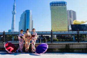 なかよし女子会、着物で浅草食べ歩きも素敵です。