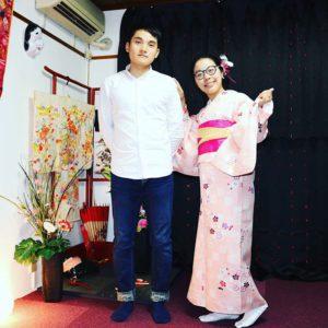 中国からお越しのお客様です。ご紹介でのご利用ありがとうございます(^^)/初めての和服体験をしていただきました。浅草観光楽しんで下さいね\(◎o◎)/ 來自中國的客人(^.^)是第一次體驗和服喲!選擇了新款櫻花點綴淺粉色和服,搭配桃紅色與鵝黃色的袋帶,花朵髮飾也是選擇了桃紅色的,超級是和好看呢!祝您在淺草觀光玩得愉快喲(^^)