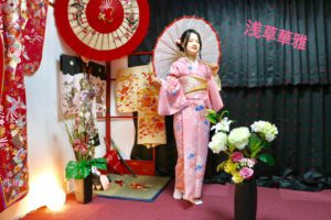 ピンクのお着物をお選び頂きました^_^桜色でとてもお似合いで可愛い💕浅草観光楽しんで下さいね(^∇^) 客人選擇了粉紅色系的和服,跟櫻花的顏色一模一樣,非常漂亮也很適合您唷,祝您在淺草觀光愉快。