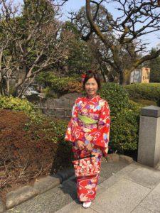 台湾からのお客様からお写真いただきました。艶やかな赤色のお着物がお似合いで素敵です。 來自台灣的客人唷,拍了許多的照片非常漂亮(^o^)紅色的和服超適合您唷!祝福您淺草觀光愉快。