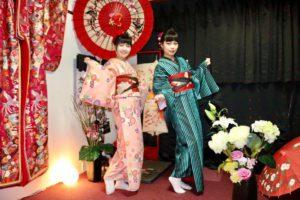 台湾からお越しのお客様です。たて線のお着物と桜色の和服をお選び頂きました👘ヘアーセットもいたしました。レトロモダンで素敵ですね😊❤️浅草観光楽しんで下さいね(^∇^) 來自台灣的客人,兩位選擇了直條紋復古風格與櫻花色的和服唷!顏色以及髮型設計都非常適合您們,祝福您們在淺草觀光愉快💕❤️