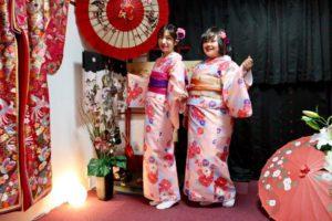 台湾からお越しのお客様です。桜色の和服をお選び頂きました^_^とてもお似合いです。💕💕浅草観光楽しんで下さいね(^∇^) 來自台灣的客人唷,兩位都選擇了櫻花顏色的和服,跟現在的季節很搭❤️祝福您們在淺草觀光愉快。