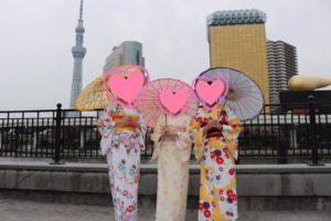 香港からお越しのお客様です。和服体験ありがとうございます^_^春色のお着物をお選び頂きました。とてもお似合いで可愛いですね❤️ 來自香港的客人唷,客人選擇了白色系以及黃色系花紋的和服,非常有春天的感覺,很適合您們唷。祝福您們在淺草觀光愉快。