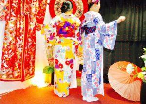 海外からお越しのお客様です。初めての日本旅行に、和服体験ありがとうございます^_^楽しんそうに、和服をお選び頂きました。 來自海外的客人,第一次到日本旅行唷!!謝謝您們體驗了本店和服,祝福您們在淺草觀光愉快^^