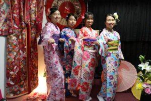 香港からお越しのお客様です。 二度目のご利用頂きましてありがとうございます^_^ お似合いの着物と浴衣をお選び頂きました。皆さん素敵です❤️❤️。 來自香港的客人,這一次是第二次光臨本店,謝謝您們,大家都超級可愛漂亮的❤️❤️,祝福您們在日本觀光愉快。
