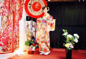 香港からお越しのお客様です。宮脇咲良さんご利用の豪華な振袖をお選び頂きました💕とてもお似合い素敵です^_^浅草観光楽しんで下さいね😊 來自香港的客人,選擇了本店AKB48成員宮脇咲良所穿過的豪華振袖,非常美麗很適合您,祝您日本旅遊愉快!