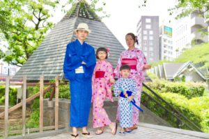 マレーシアからご家族でお越しのお客様です^_^団体プランをご利用頂きました!皆様素敵な浴衣をお選び頂きました👘お子様もとても可愛いですね💕 日本旅行楽しんで下さいね✈️ 一家人來自馬來西亞,並利用本店的團體方案唷! 大家都選了鮮豔美麗的浴衣,小朋友們也非常活潑可愛唷💕祝您們在日本旅遊愉快。