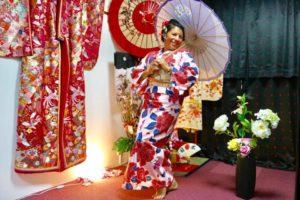 メキシコからお越しのお客様です^_^当日プランをご利用頂きました💕 大きな花柄の浴衣がとてもお似合いで素敵です(*^▽^*) 日本旅行楽しんで下さいね✈️ 來自墨西哥的客人並利用本店的當天租借方案💕 客人選擇了大朵的花圖案浴衣,很可愛超級適合您的