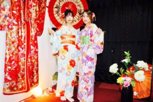 海外からお越しのお客様です,伝統的なお着物をお選び頂きました💕とてもお似合いで可愛いです。浅草観光楽しんで下さいね💕 來自海外的客人,選擇了傳統花紋的和服,穿在身上非常可愛唷!!祝您在日本淺草玩得開心!!💕