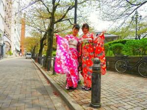 上海からのお客さまです。艶やかな振り袖を体験頂きました。とても可愛いですね(*^▽^)/★*☆♪