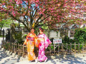 上海からのお客様です。艶やかなお着物がとても可愛いですね\(^o^)/当店目の前の隅田川公園口でのお写真撮影です!着物体験ありがとうございます