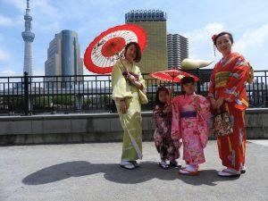中国からのお客さまです。お子さまと記念写真!着物体験ありがとうございます(●^o^●)とても可愛いですね\(^o^)/