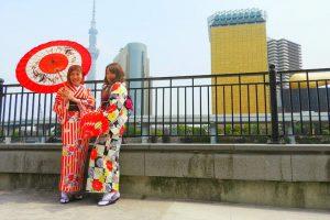 伝統的な着物をお選び頂きました。とても素敵でせ( ^-^)ノ∠※。.:*:・'°☆浅草散策楽しんでくださいね!