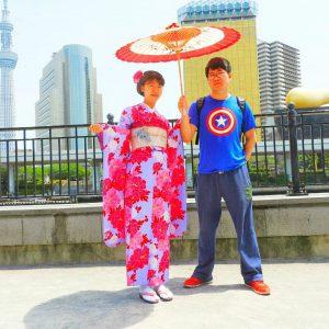 中国からのお客さまです。振り袖をお選び頂きました\(^-^)/ 赤、ピンク、ブルーと発色のよい柄が、とてもお似合いです(~▽~@)♪♪♪
