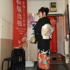 香港から、お嬢様の結婚式にご出席の為 留め袖持ち込みで、御着付けをさせて頂きました!ヘアーアレンジも、トップにボリュームのある、若々しいスタイルです。本日は、おめでとうございます\(^o^)/