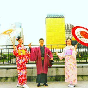 艶やかな伝統柄をお選び頂きました。日本の着物!和柄は特徴があります。ヘアーアレンジも美容師がスタイリングし、お客さまの希望を取り入れて、ヘアー飾りもお決め頂きました。 着物体験ありがとうございます(●^o^●)