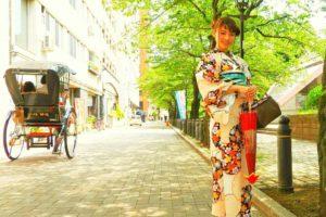 モデルさんです。撮影でご利用ありがとうございます(●^o^●) レトロモダンなお着物がとても可愛いですね(*^▽^)/★*☆♪