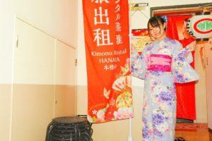 日本でご活躍のモデルさんです!和柄の水色浴衣がとてもお似合いです(~▽~@)♪♪♪