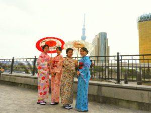 台湾からのお客様です!それぞれ伝統的なお着物を、個性ある帯結びをさせていただきました。着物体験ありがとうございます(●^o^●)