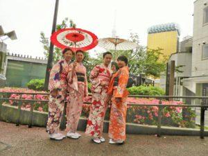 上海からお越しのお客様です。和柄のお着物をお選び頂きました。小雨でしたが、とても楽しんでいただきました。ありがとうございます(●^o^●)