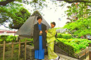 緑地の着物と男性の青の着物と羽織をお選び頂きました\(^-^)/新緑の紫陽花を背景に、お写真をお撮りしました。とても着こなして素敵です。日本情緒ある季節感があり、心なごみますね♪