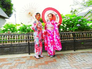 海外からのお客様です!艶やかなのお振り袖と可愛いいお着物をお選び頂きました(^^) ご利用ありがとうございました(*^^*)
