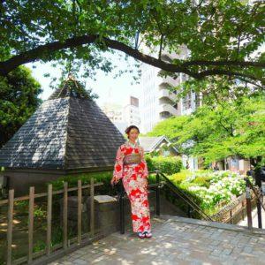 海外からのお客様です!赤いお着物がとてもお似合いです(*^^*)ご利用ありがとうございました!