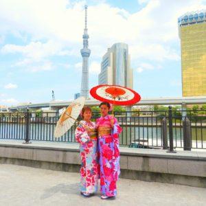 中国からのお客様です。スカイツリーをハイケイに記念撮影です。艶やかでとても素敵です。 着物体験ありがとうございます\(^_^)/