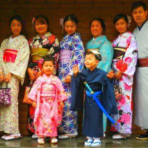 中国からの仲良しグループの皆様です。華やかで、 笑顔のとても素敵な皆様です。着物体験ありがとうございます\(^_^)/