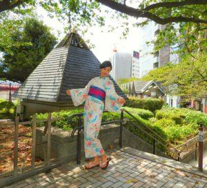 海外からのお客様です。初めての日本伝統浴衣を体験して頂きました(^^)とてもお似合いで素敵です(*^ー^)ノ♪楽しんで下さいね★ 從海外來的客人,是第一次体験日本傳統浴衣哦!選擇了本店的人氣浴衣,腰閒的帶結顔色也是超級漂亮,非常適合美女的氣質!