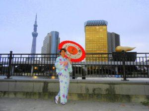 台湾からのお客様です\(^_^)/水色の上品なお着物をお選び頂きました(^^)浅草観光楽しんで下さいね(*^ー^)ノ♪ 来自台湾的客人,选择了水色的和服,很清新的感觉。带结和丝带是本店的独家噢,祝你今天在浅草玩的开心