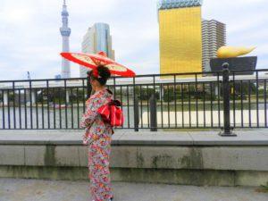 オーストラリア在住のお客様です\(^_^)/艶やかなお着物がとてもお似合いです♪浅草観光楽しんで下さいね(*^ー^)ノ♪ 在澳大利亚居住的客人,今天来浅草观光,选择了艳丽的碎花经典款和服,真的超级美丽!
