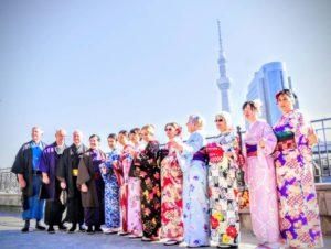 伝統的な和柄模様のお着物をお選び頂きました(^^) 着物体験ありがとうございます(^^)/ 選擇了傳統的和服,男的帥,女的美(^^) 謝謝今天的光顧!! 淺草觀光玩得愉快喲!!