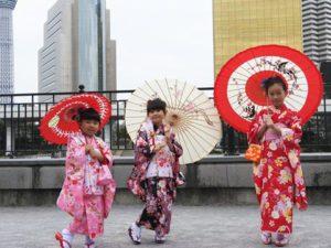 台湾からのお客様です\(^_^)/お子様皆さん着物体験していただきました(^o^)v とても可愛いですね♪ 台湾來的客人,寶寶們都體驗了和服,超級可愛。願你們今天玩得開心!