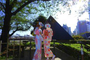 伝統的な和柄模様のお着物をお選び頂きました。艶やかな可愛いお二人です\(^_^)/