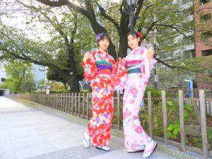 韓国からのお客様です\(^_^)/艶やかなお着物がとてもお似合いで素敵です(*^^*)浅草観光楽しんで下さいね(*^ー^)ノ♪ 韩国来的客人,两位超级大美女,选择了华丽感的和服样式,超级美丽哦!(*^ー^)ノ♪愿今天的体验给您留下美好的回忆