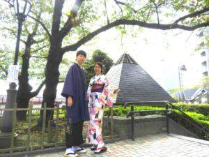 台湾からのお客様です\(^_^)/お二方とも紫色の帯で素敵ですね(*^ー^)ノ♪着物体験ありがとうございます(^^)/ 從台灣來的客人\(^_^)/兩人主色選擇了紫色,有點情侶裝的搭配,非常優雅呢!希望今天的和服體驗能讓兩人留下美好的回憶!