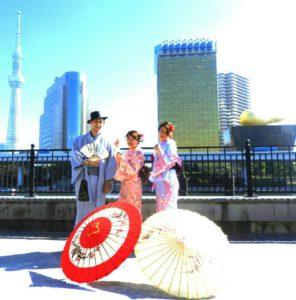 台湾からのお客様です\(^_^)/日本伝統的な和服をお選び頂きました(^^) とてもお似合いで、お天気にも恵まれたので観光日和です。着物体験ありがとうございます(^^)/從臺灣來的客人\(^_^)/選擇了日式傳統的和服,非常適合呢!還好天氣也很晴朗,願您們在淺草玩得愉快喲!