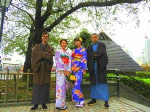 スペイン、中国、日本からのお客様です( ^-^)ノ 皆さんそれぞれのお着物がとてもお似合いで素敵ですね(^o^)/浅草観光楽しんで下さいね(*^ー^)ノ♪來自西班牙.中國和日本的客人( ^-^)ノ每位都選擇了適合自己的和服,主要色系為紫色和藍色,超級好看的呢!願今天的和服體驗能讓大家留下美好的回憶!
