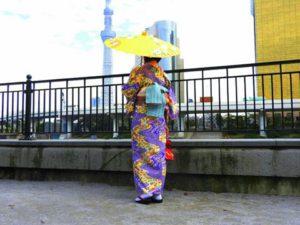 香港からのお客様です\(^_^)/落ち着いた伝統的なお着物をお選び頂きました(^^)とてもお似合いです♪浅草観光楽しんで下さい(^-^) 來自香港的客人\(^_^)/選擇了成熟穩重的傳統和服,非常適合呢!相信今天的驚喜能讓您留下美好的回憶喲!!!!