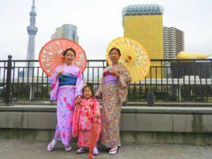 香港からのお客様です\(^_^)/ ご家族で着物体験して頂きました(^^) 浅草観光楽しんで下さいね(*^ー^)ノ♪ 香港來的客人,三代人的和服體驗,感謝您們把和服穿的這麽美,祝你們今天玩得開心!