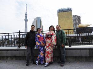 台湾のファミリーです。着物体験ありがとうございます(^^)/ 上品なお着物がとてもお似合いです♪ 來自台灣的家族旅遊!媽媽和女兒的和服體驗(^^)/ 兩位都選擇了優雅的和服,超級適合的呢♪ 期待明年的光臨喲!