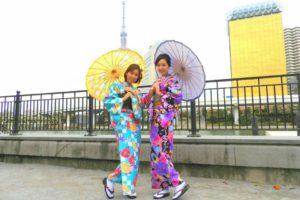 花柄の艶やかなお着物と日本伝統の市松模様のお着物をお選び頂きました(^^)とてもお似合いですね(*^ー^)ノ♪浅草散策楽しんで下さいね(^o^) 選擇了大小碎花的艷麗傳統市松模樣的和服,非常好看呢(^^)穿上和服後開心的笑得和不攏嘴呢!淺草觀光愉快喲!