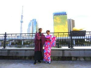インドからのお客様です。初めての和服体験ありがとうございます(^^)/ご夫妻での記念撮影です\(^_^)/艶やかなお着物がお二方とも素敵です(^○^) 來自印度的客人。今天初次體驗和服喲!選擇了傳統款式的和服,顏色艷麗好看!拍了許多紀念照呢\(^_^)/願能為兩位留下美好又深刻的回憶\(^.^)/