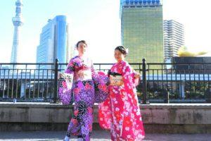 日本とフランスのお客様です\(^_^)/伝統的な振袖を体験して頂きました。とても華やかでお似合いです♪浅草観光楽しんで下さいね\(◎o◎)/ Customers from Japan and France who both are wearing in Japanese traditional long sytle kimono, very elegrant and charming. Have a nice walk to Asakusa.
