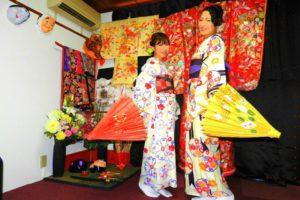 日本伝統的なお着物をお選び頂きました(^^)和柄の傘を持ち、お写真!レトロモダンで素敵です(^○^) 客人選擇了日式傳統花紋的和服(^^)穿著和服有著油傘做搭配更是美上加美 ,超級適合的呢!