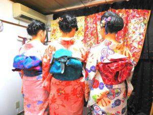 香港からのお客様です\(^_^)/艶やかなお着物をお選び頂きありがとうございます(^^)/またヘアーセットもいたしました。髪かざりもお着物に合うものをお選び頂きました。浅草観光楽しんで下さいね(^o^)/ 來自香港的客人\(^_^)/一下飛機就先來華雅體驗和服囉(^^)/客人選擇了粉色系和服,也有做髮型套餐,搭配花朵髮飾好美呢!淺草觀光玩得愉快喲\(^_^)/